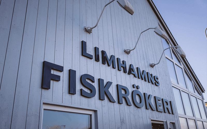 Limhamns Fiskrökeri är ett traditionellt rökeri i hjärtat av Limhamn, Malmö. Sedan starten 1946 har Limhamns Fiskrökeri erbjudit ett brett utbud av alla havets läckerheter. De har ett eget rökeri på plats och gör alla sina sillinläggningar från grunden, vilket ger en hög kvalité och smak på maten.